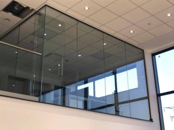 London Glass & Glazing Co